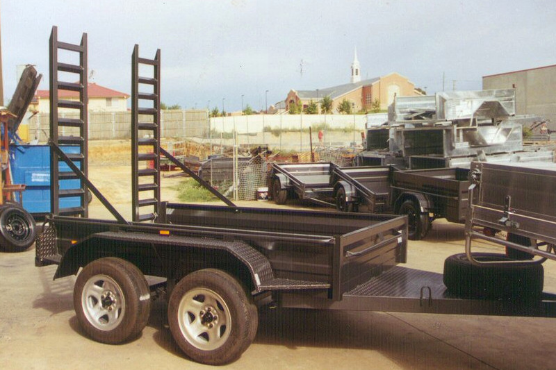 CL041-tandem-plant-trailer-with-finger-ramps-large