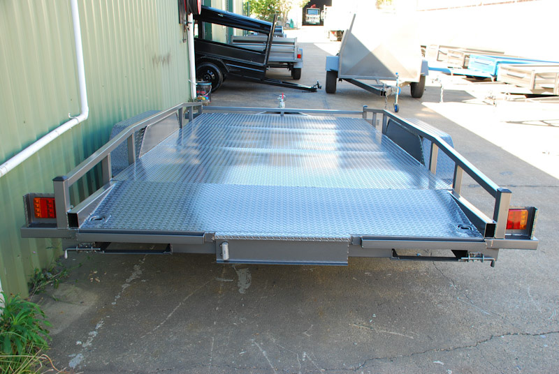 CL086-car-trailer-with-beaver-tail-2-large