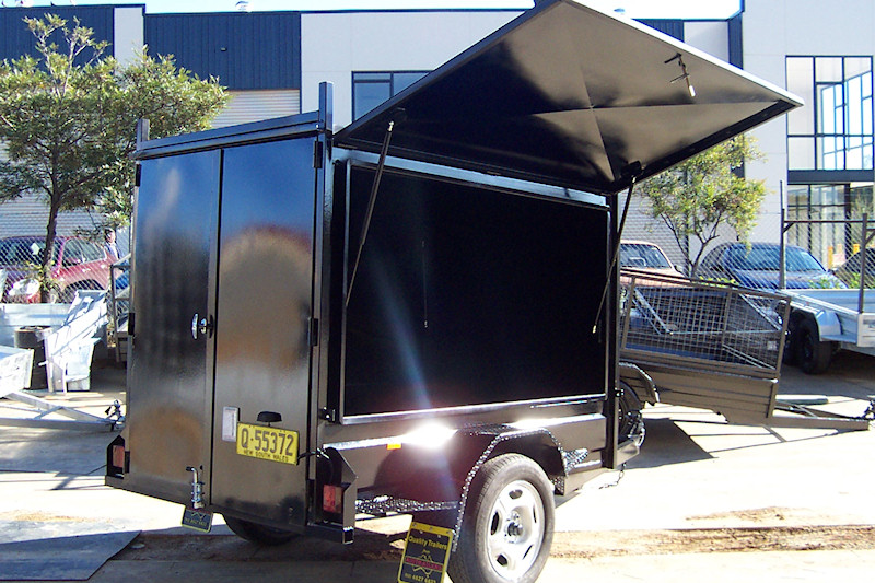 CL021-enclosed-trailer-with-single-side-door--back-door-3-large